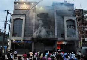 uttar pradesh:  at least five killed in fire at two hotels in lucknow