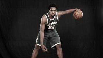 nba player sterling brown sues milwaukee over arrest