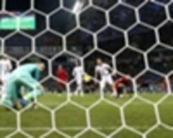 why is david de gea awesome for man utd but awful for spain following ronaldo blunder?