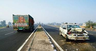 up: six killed in road accident in hapur district