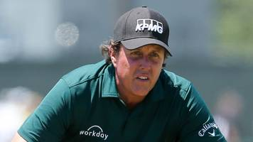 mickelson sorry for putting moving ball at us open
