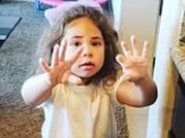 dad convinces daughter she's getting old after she gets wrinkly hands from cleaning