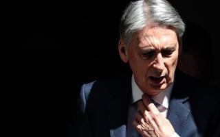 Philip Hammond uses Mansion House speech to accuse EU of land grab of City