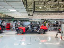Tesla's new assembly line in a tent is unprecedented — but it doesn't necessarily spell doom for the company (TSLA)