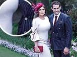 kelly brook appears to alter snap of her and beau jeremy parisi as her waist becomes noticeably flat