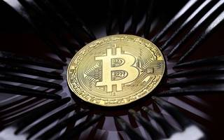 Bitcoin falls as global pressure on cryptocurrencies heats up