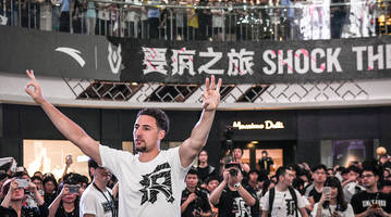 thursday's hot clicks: china klay was ready to rumble after a dirty foul