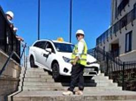 uber driver gets stuck while trying to drive down city centre steps 'after blindly following satnav'