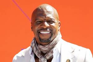 terry crews shuts down critics on how he handled his #metoo accusation