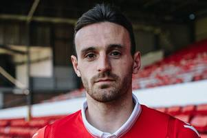 jack robinson signs to fill the void at left-back for nottingham forest