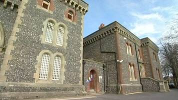 lewes prison riot inmate 'threatened to gouge out eyes'