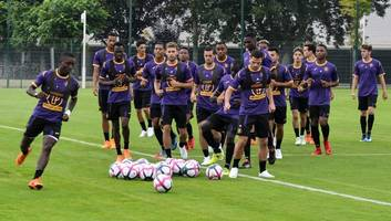 crystal palace transfer target arrives in italy ahead of expected fiorentina switch
