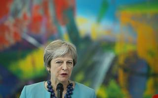 tory mps urge pm to listen to business ahead of chequers