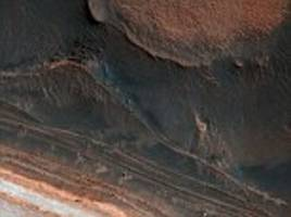 stunning nasa image shows how massive 'ice block avalanches' reshape the martian surface