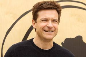 jason bateman's aggregate signs film and tv deal with netflix