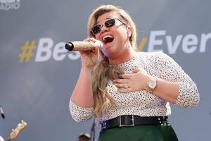kelly clarkson signs on to voice lead in stx animated feature 'uglydolls'