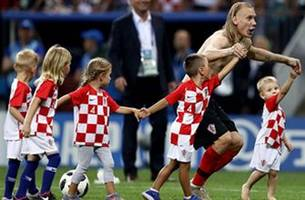 Watch Croatia and England's emotional reactions to their 2018 FIFA World Cup™ semifinal match