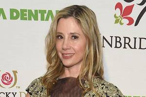 Mira Sorvino Says She Lost Role After Oscar-Winning Director Harassed Her: 'My Silence Was Deafening'