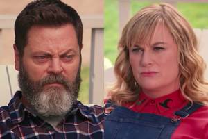 watch amy poehler, nick offerman's crafting pun-off: 'you're being a real tassel hole' (video)