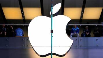 Apple employee 'stole driverless car secrets'