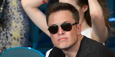 One of Tesla's largest shareholders is urging Elon Musk to simmer down and focus after a tumultuous few weeks (TSLA)