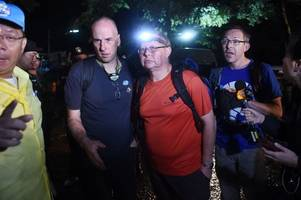 hero thailand cave rescue divers describe 'unbelievable' moment they first found boys