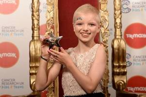 lily douglas from perth is a real star at teen cancer awards