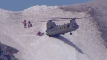 chinook in precarious mountain airlift