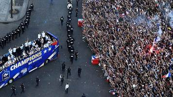 World Cup 2018: French football fans go crazy as team returns home