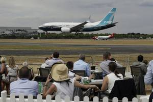 trade war looms over aviation industry's biggest airshow
