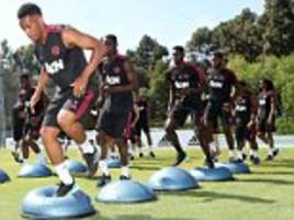 manchester united hold first training session in california