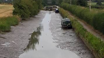 Boater accidentally drains English canal