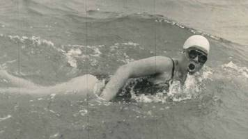 Plaque for first Welsh woman to swim English Channel