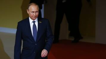 putin says clinton got $400 million from tax evaders — not so much
