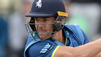 Heino Kuhn: Kent South African batsman agrees extended contract