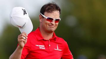 the open 2018: zach johnson sinks outstanding putt for eagle on 6th hole