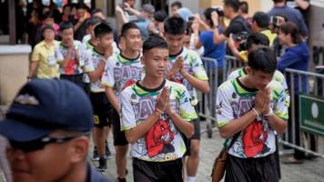 thai soccer team will become novice monks to honor rescuers
