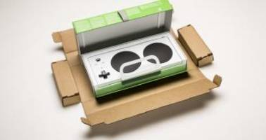 the amazing microsoft: xbox adaptive controller box can be opened with teeth