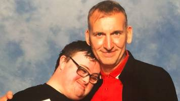 christopher eccleston's fan picture is a social media hit