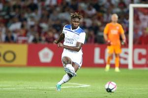 darnell johnson signs new leicester city contract