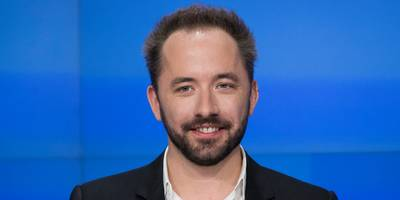 dropbox crushes wall street expectations on earnings, but coo dennis woodside is stepping down (dbx)