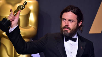 casey affleck sorry for 'unprofessional' behaviour