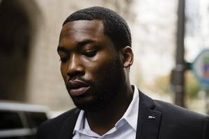 nicki minaj fans are dragging meek mill as she claims he slides into dms in new song barbiedreams