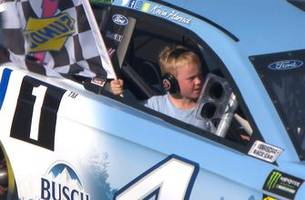 Kevin Harvick scores seventh win of the year and celebrates with his son Keelan | 2018 MICHIGAN
