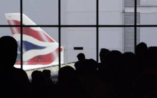 Tourists face 2.5-hour immigration queue at Heathrow