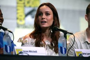 brie larson commends artist who uses show to name allegedrapist