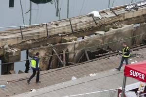 pier collapse injures more than 300 at vigo festival in spain
