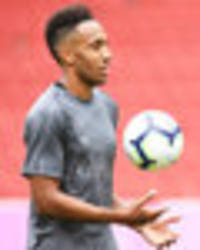 arsenal news: aubameyang sends message to emery over lacazette ahead of chelsea clash