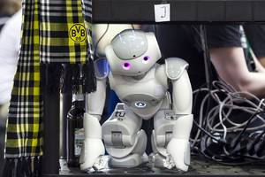 children are susceptible to peer pressure from robots