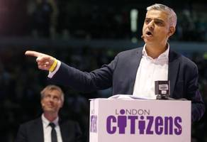 sadiq khan wants to restrict number of uber drivers in london